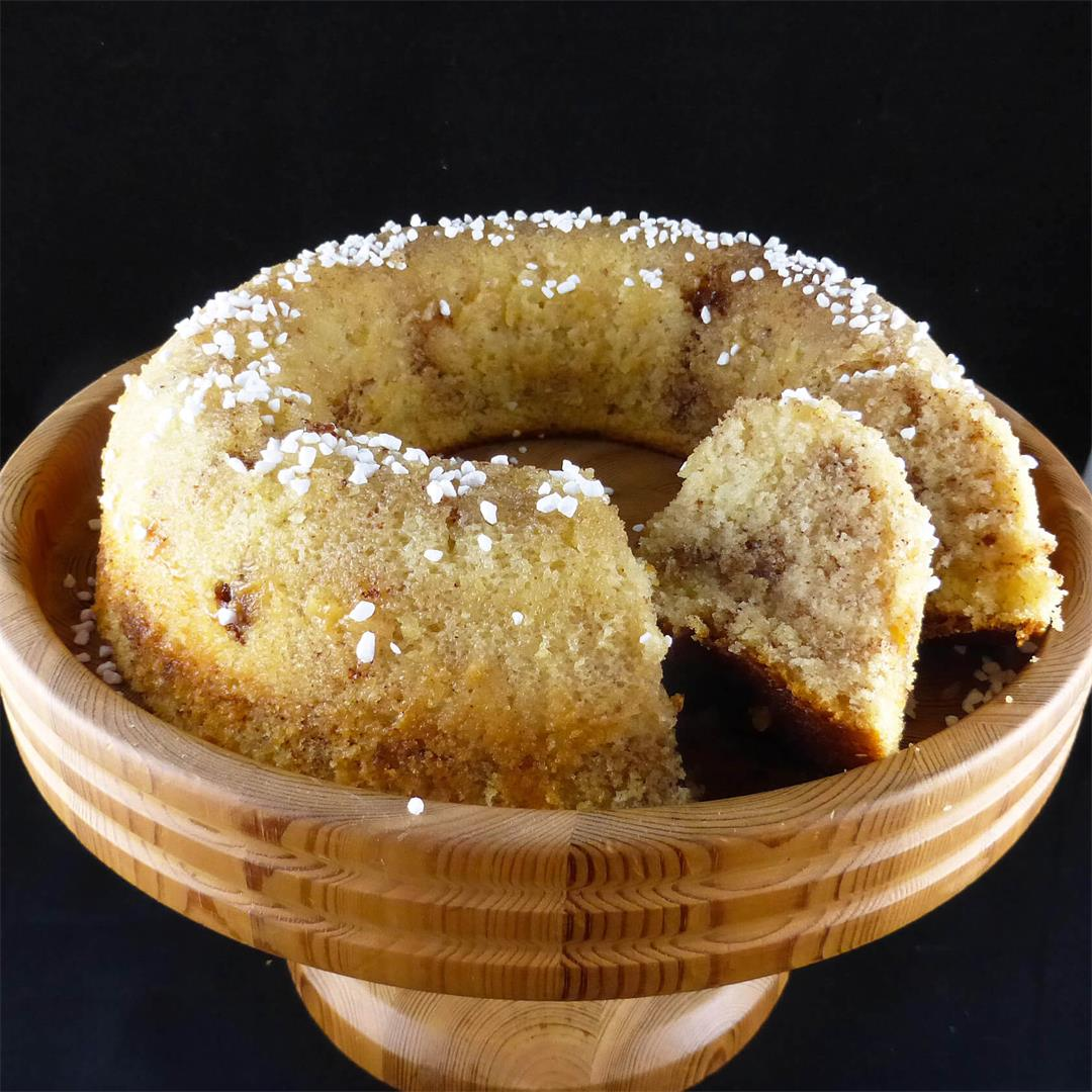Cinnamon Bun Sockerkaka (Swedish Sugar Cake)