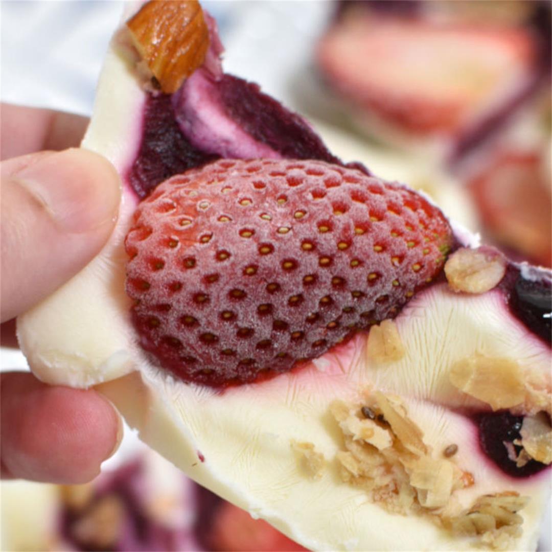 Frozen Yogurt Bark with fruits