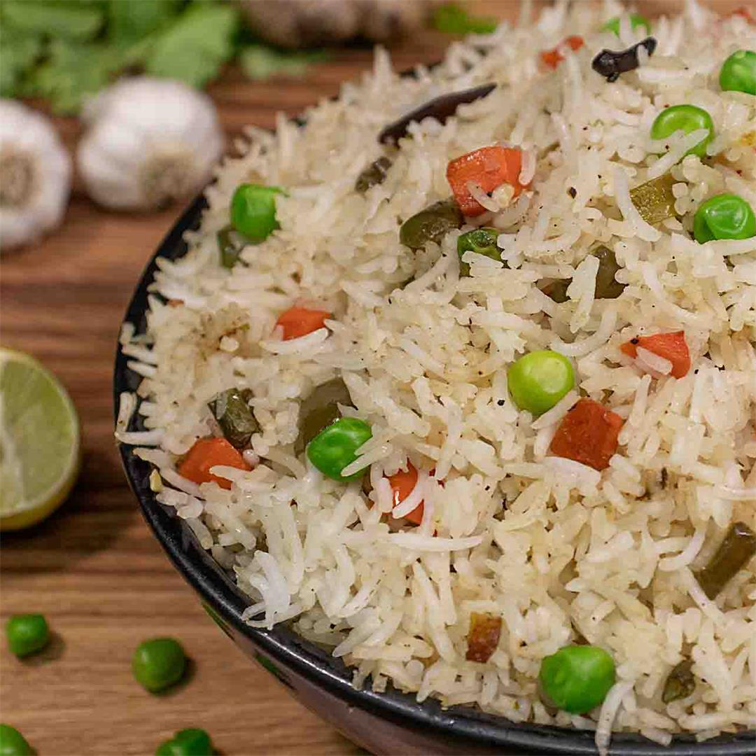 veg fried rice : the perfect delicious recipe for dinner