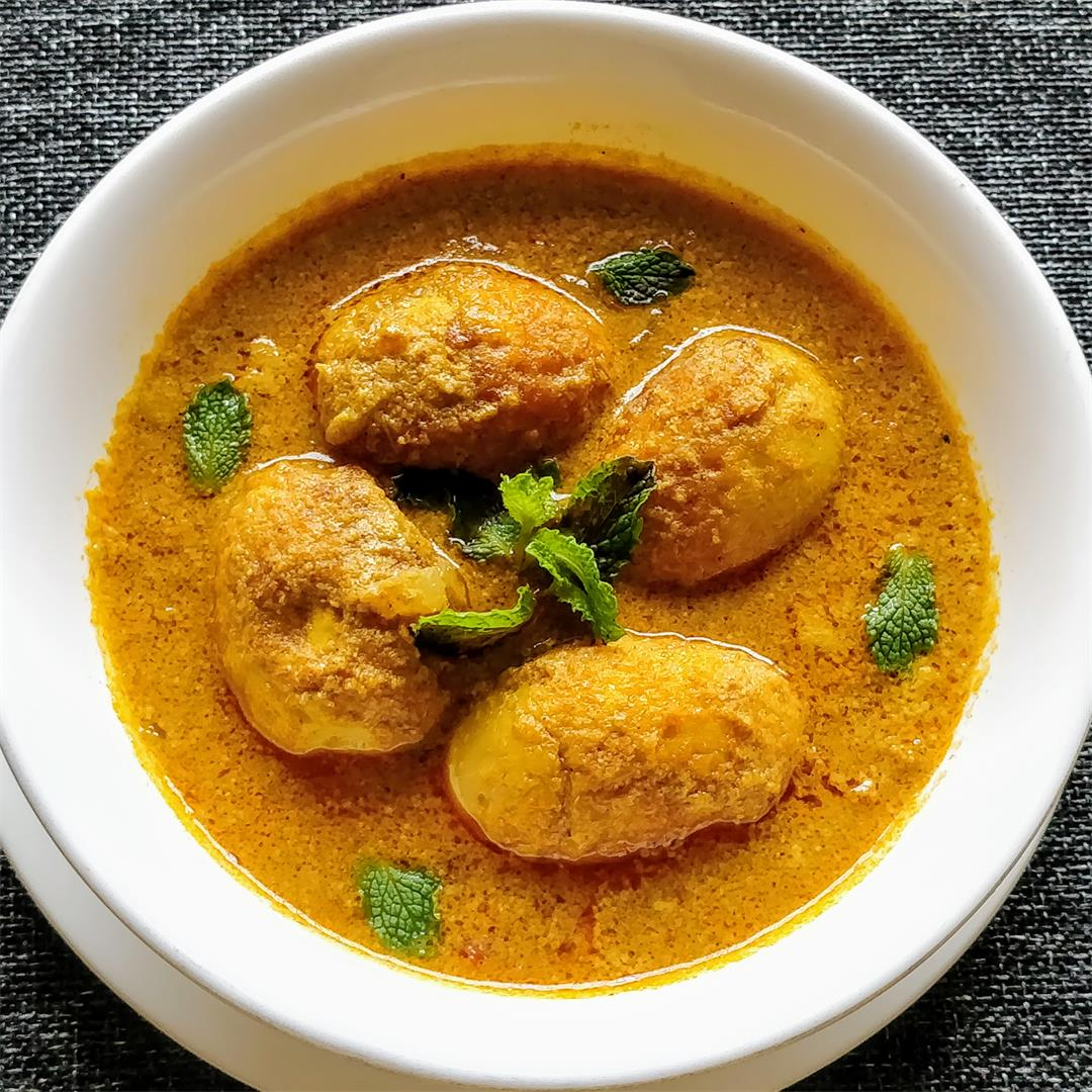 Egg Curry/Gravy in Bengali and South Indian Style