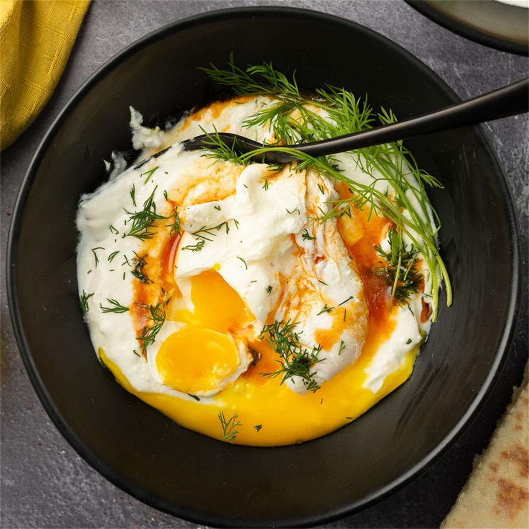 Çilbir –Turkish Eggs in Spiced Yoghurt