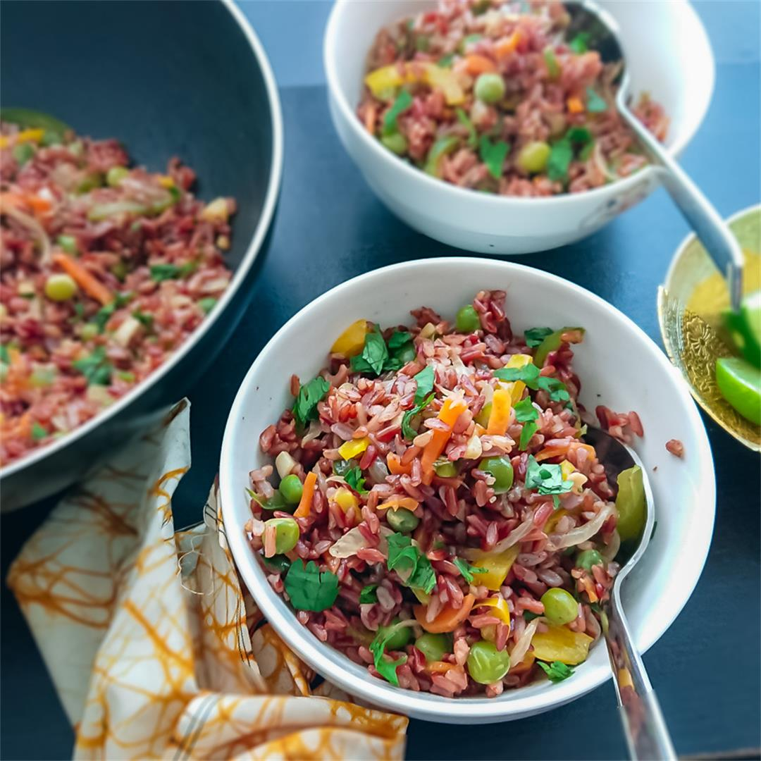 Easy fried rice recipe with red rice and Thai flavors