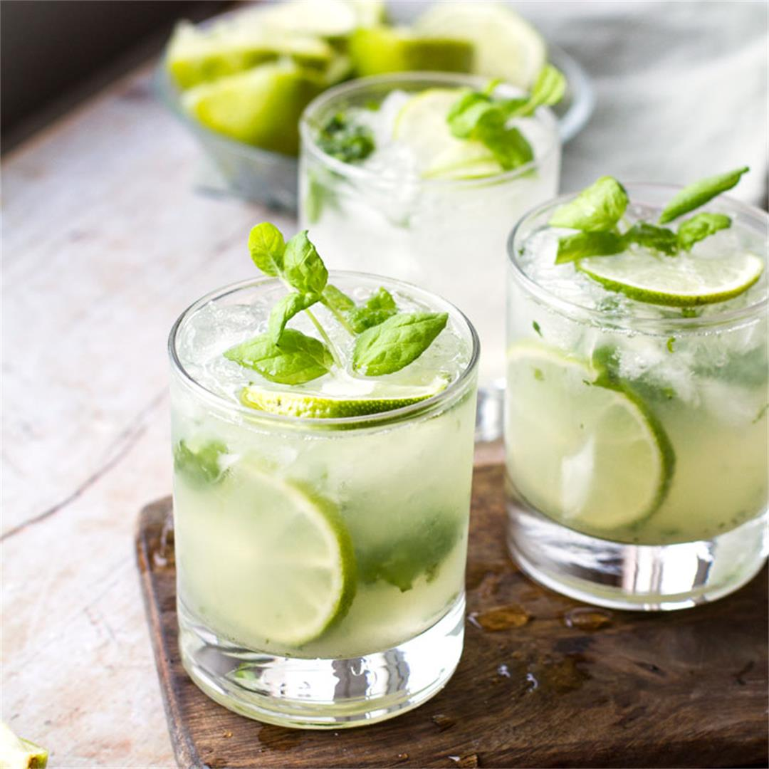 How to Make a Classic Mojito (+ Pitcher Recipe!)