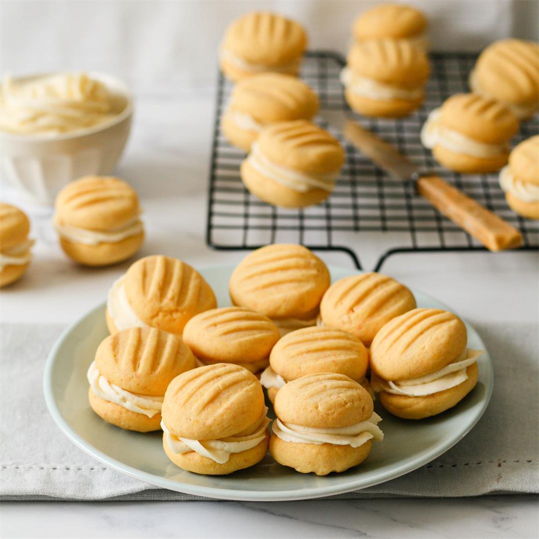 Custard and vanilla sandwich cookies