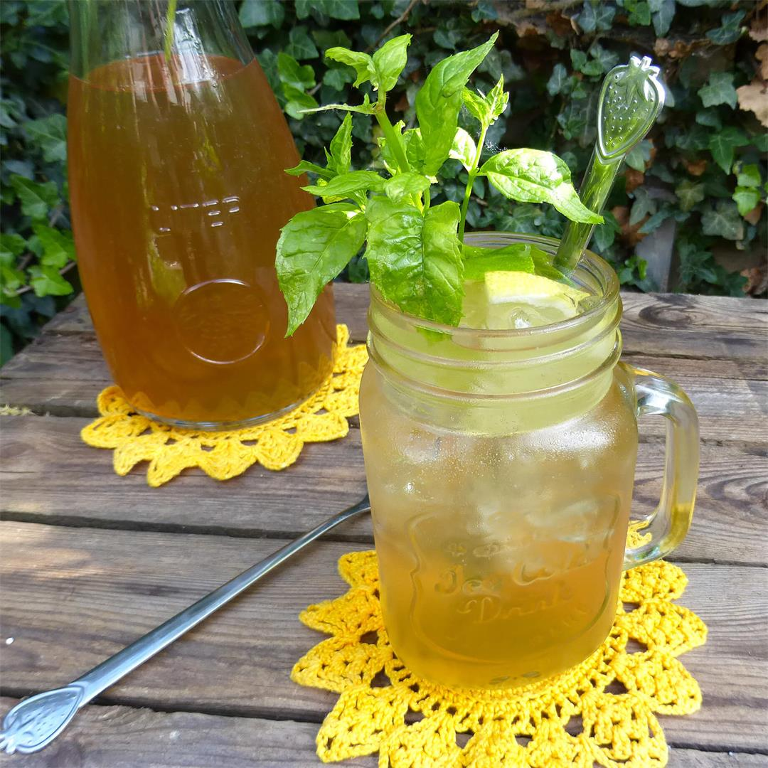 Homemade Elderflower Cordial (Fläderblomssaft)