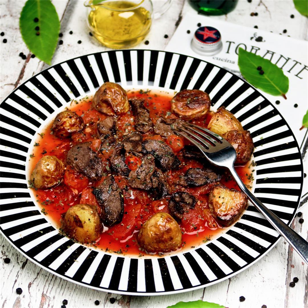 Sliced beef pizzaiola: tender beef in Italian tomato sauce!