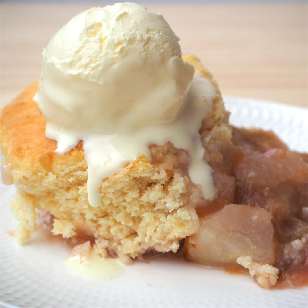 Pear and rhubarb cobbler