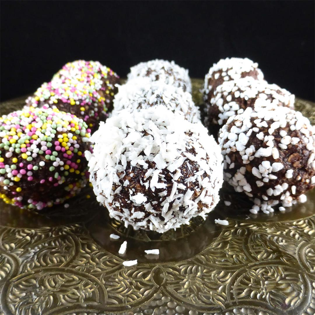 Simple Swedish Chocolate Oat Balls (Chokladbollar)