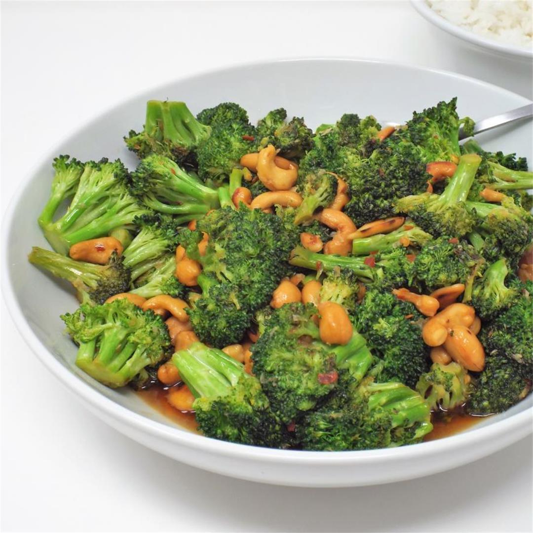 Broccoli and Cashews in Spicy Garlic Sauce