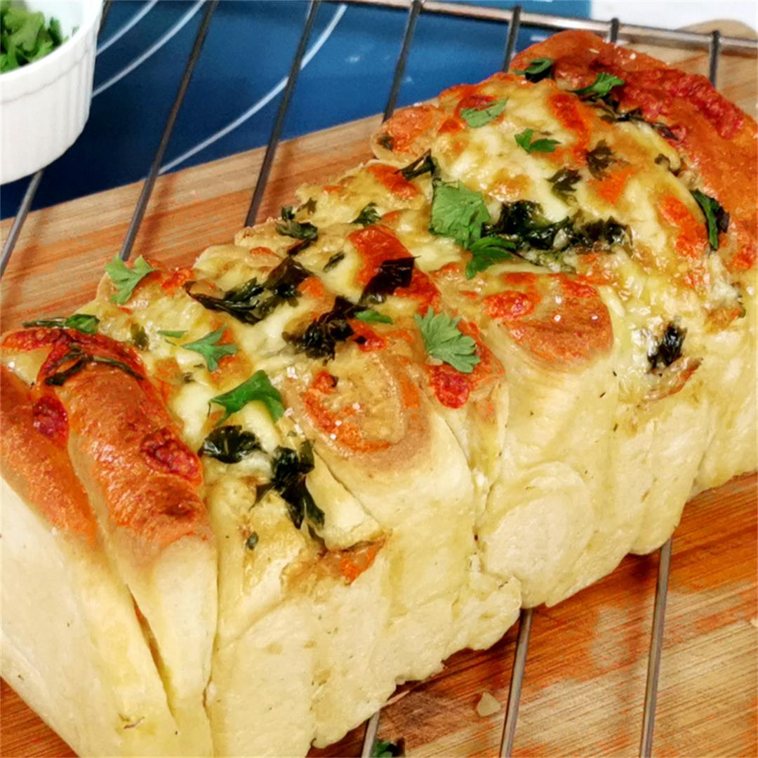 Pull apart garlic bread- How to bake (with beautiful layers)
