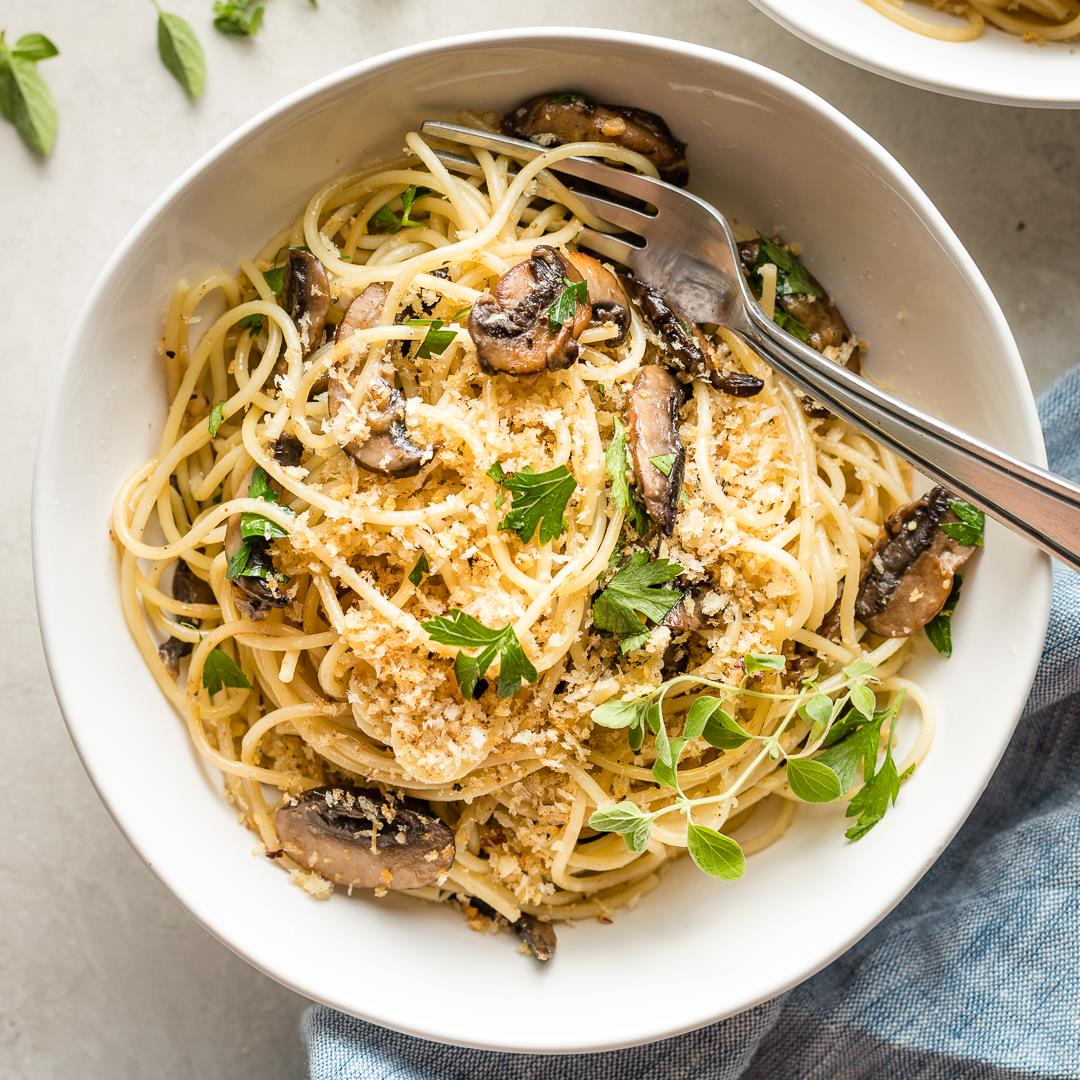 Spaghetti with Mushrooms, Oregano, and Garlicky Breadcrumbs