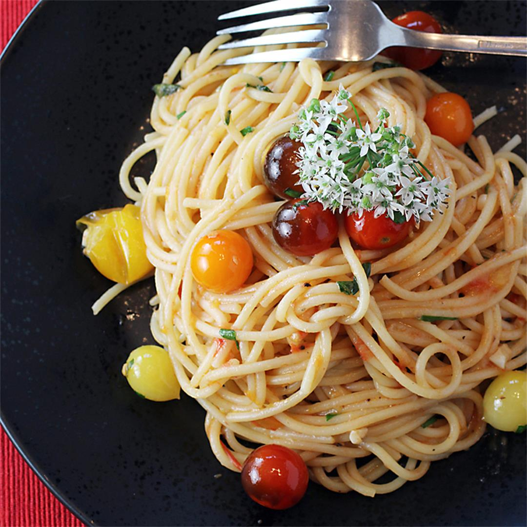 Grated fresh tomato spaghetti with anchovies
