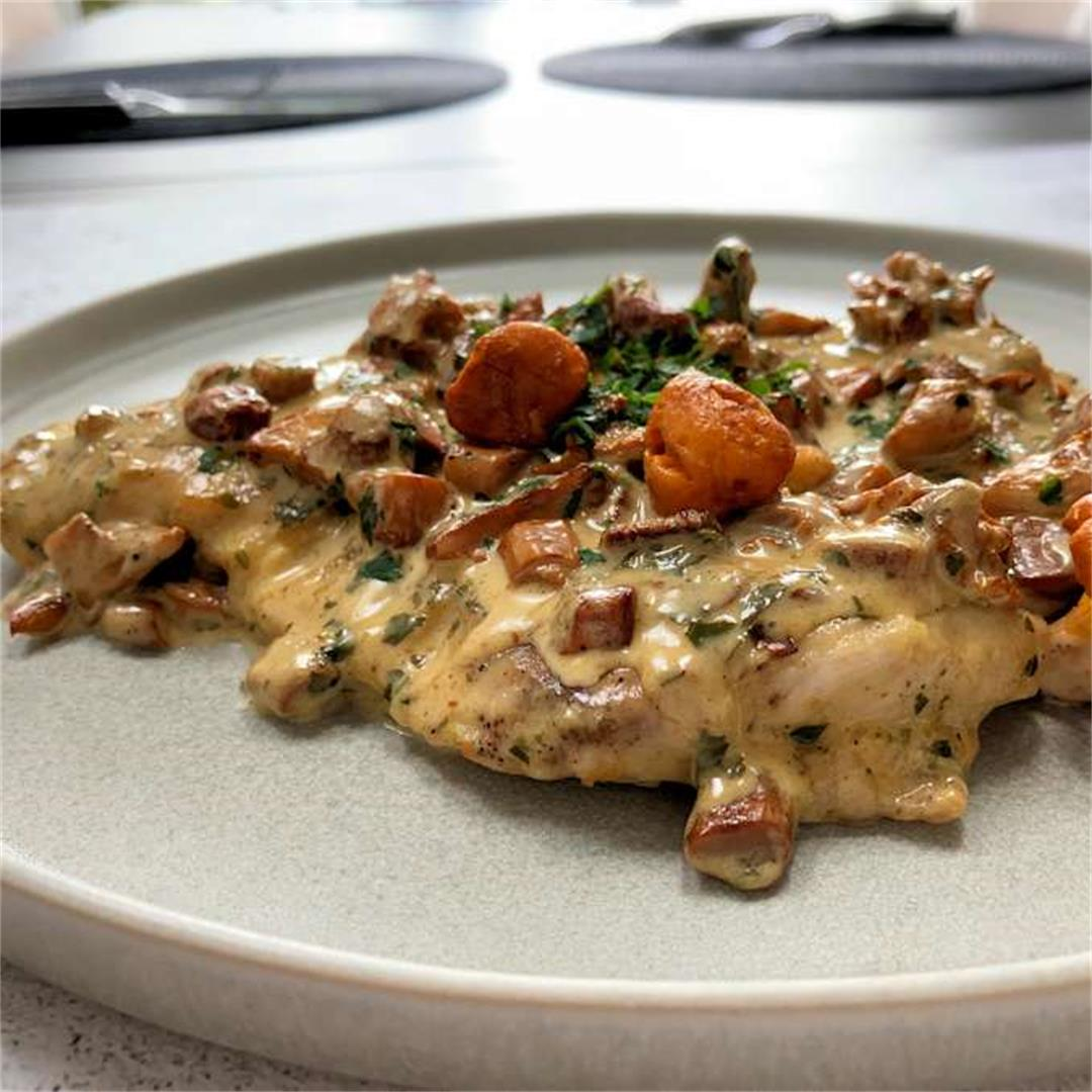 turkey steaks with chanterelle sauce