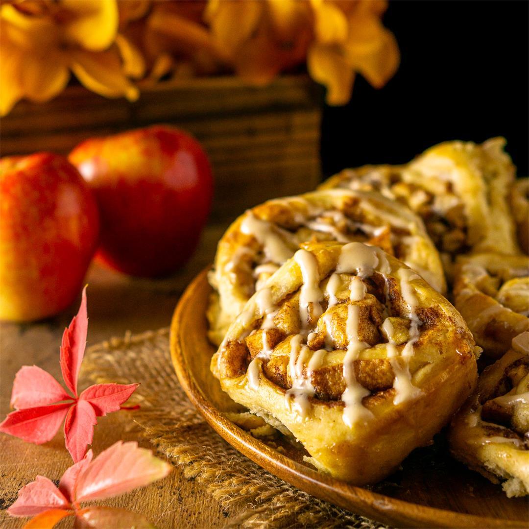 Apple Cinnamon Rolls With Maple Cream Cheese Glaze