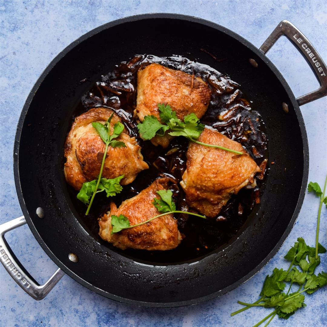 One Pan Soy Sauce Braised Chicken Thighs