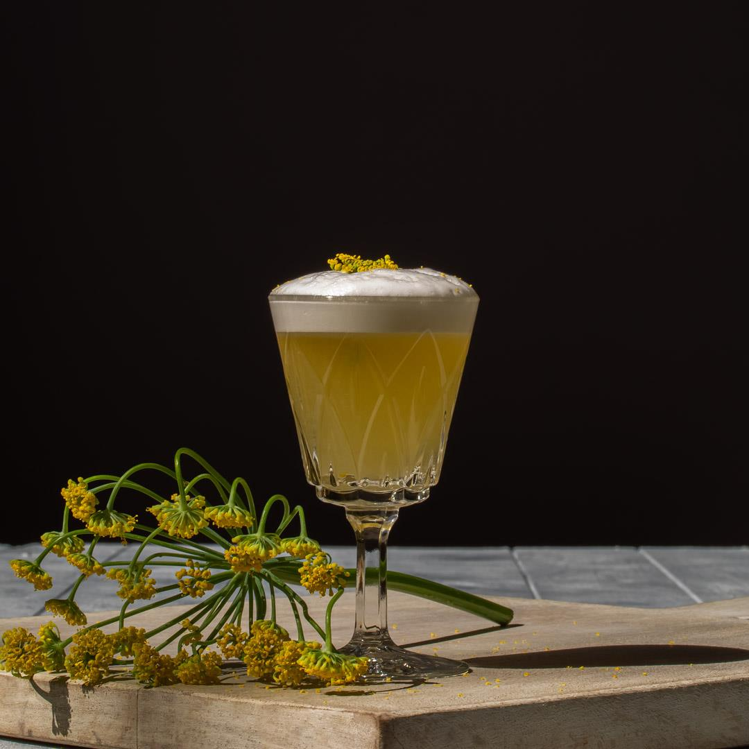 Fennel flower silver sour: mini gin cocktail