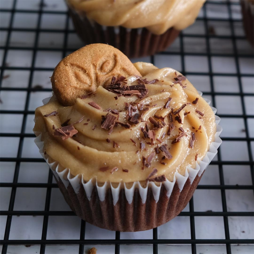 Vegan Speculoos Cookie Butter Cake Frosting