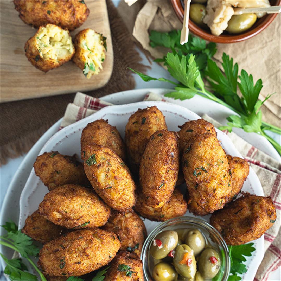 Portuguese salted cod fritters (pastéis de bacalhau)