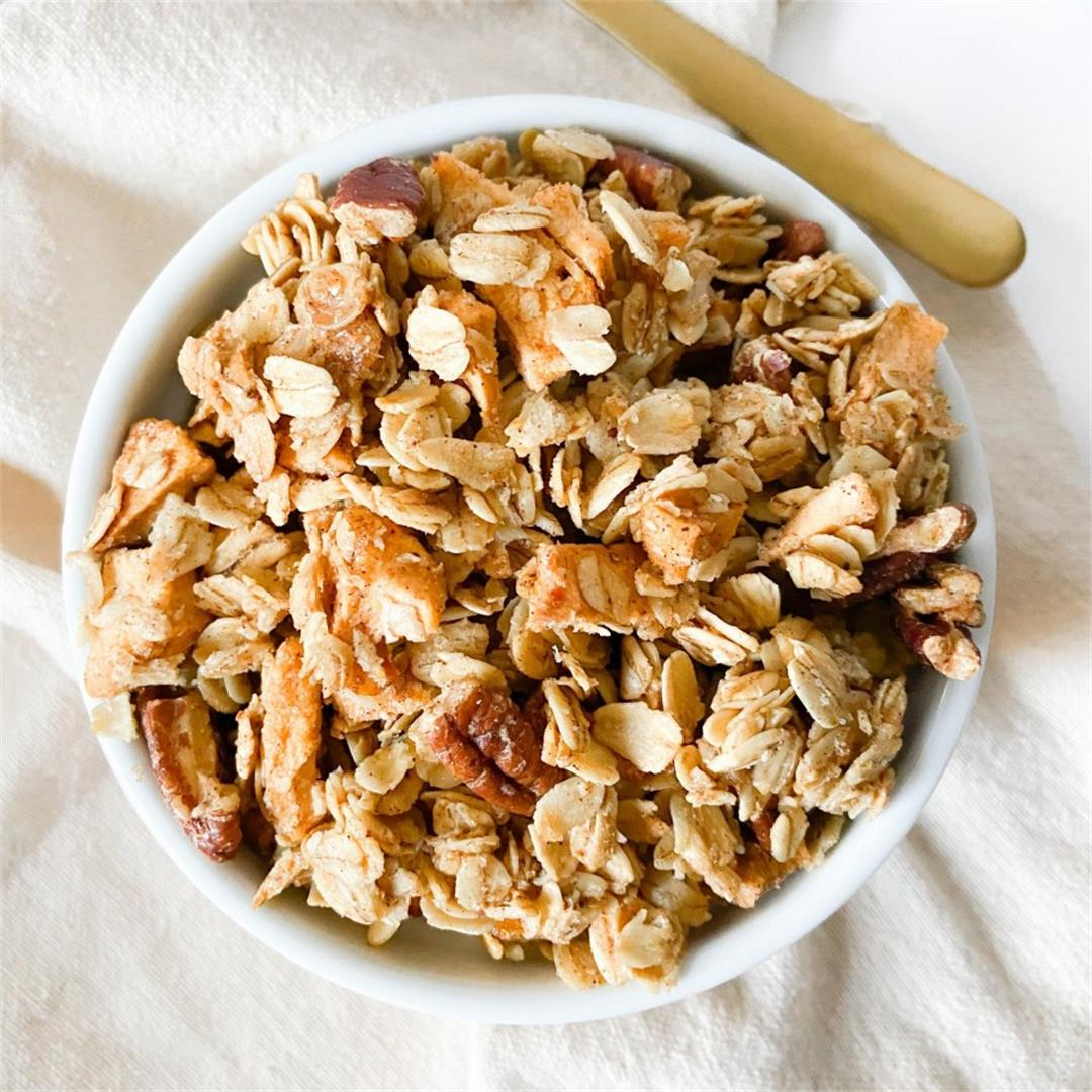 Spiced Apple Pecan Granola – The Sugary Logic Food Blog