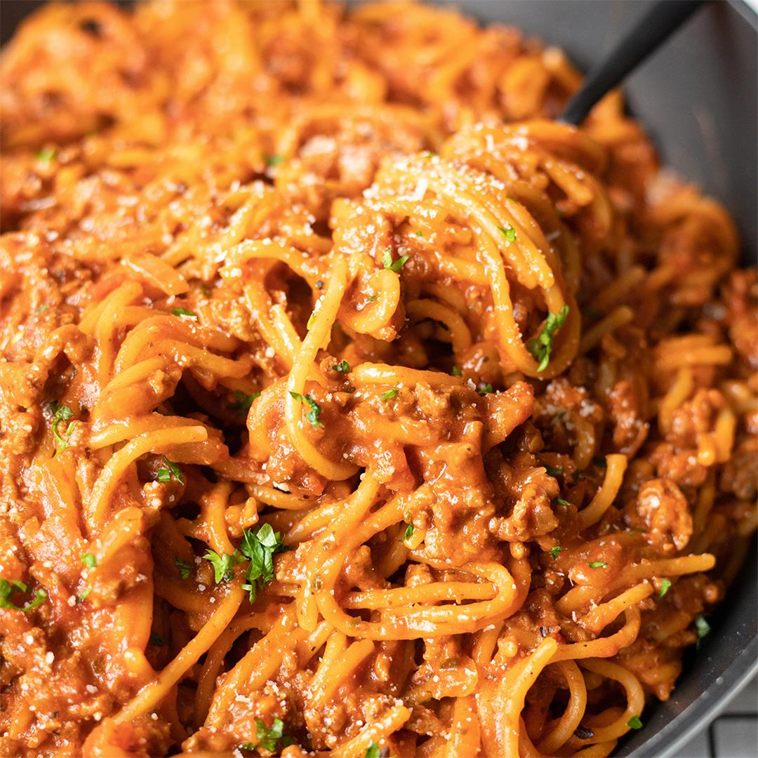 Easy One-Pot Spaghetti Bolognese-Healthy Life Trainer