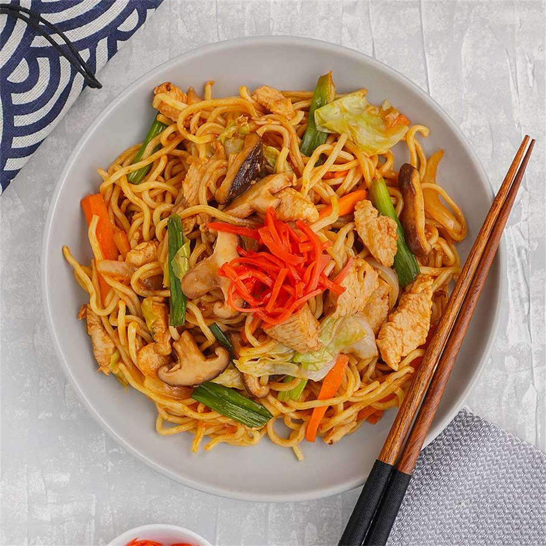 Yakisoba ( Stir Fried Japanese Noodles )
