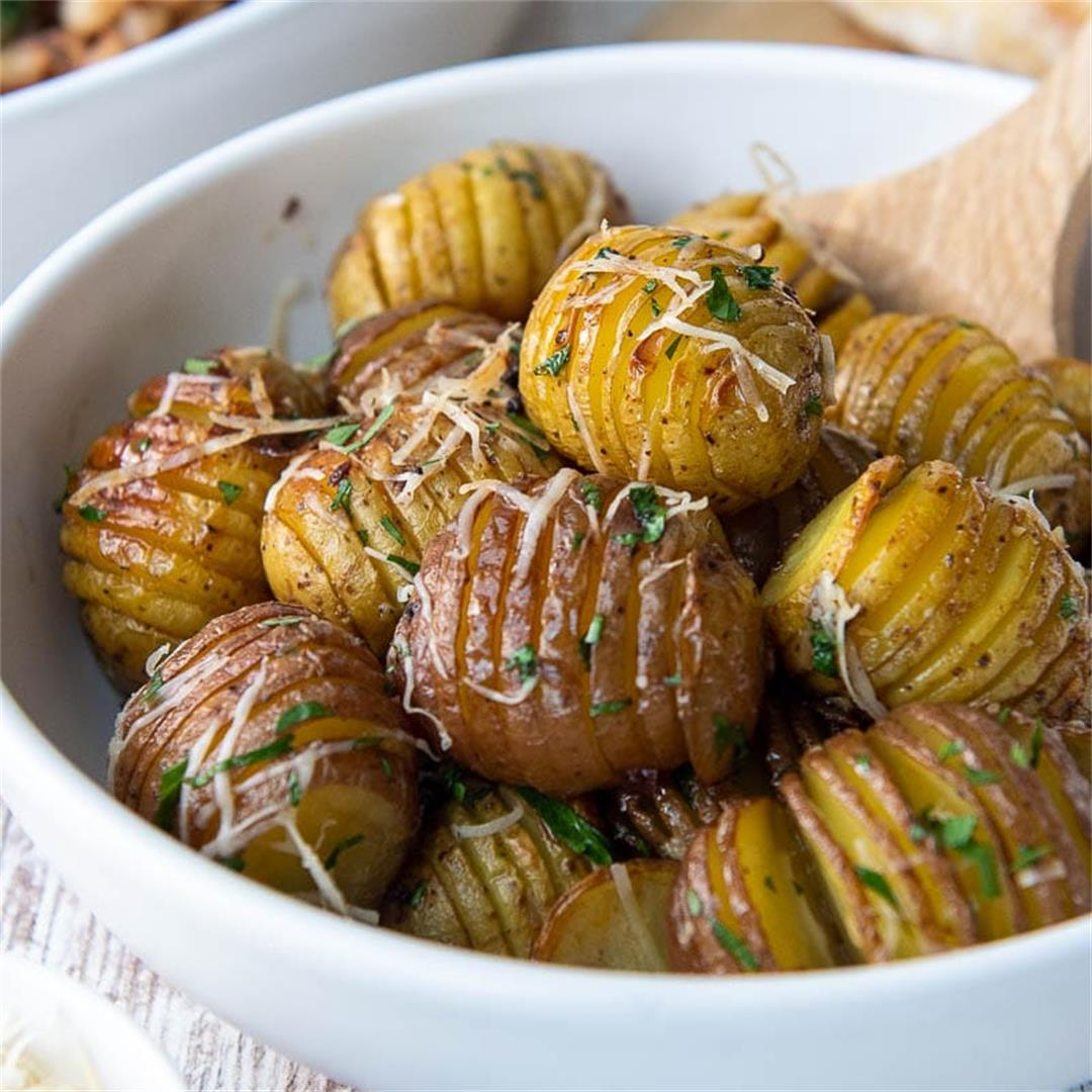 Mini Parmesan Garlic Hasselback Potatoes