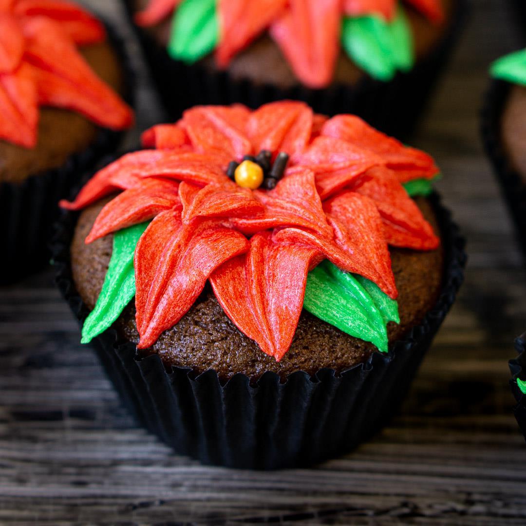 Poinsettia Christmas Cupcakes