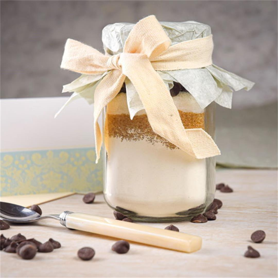 Food Gift Recipe: Chocolate Chip Cookie Mix in a Jar