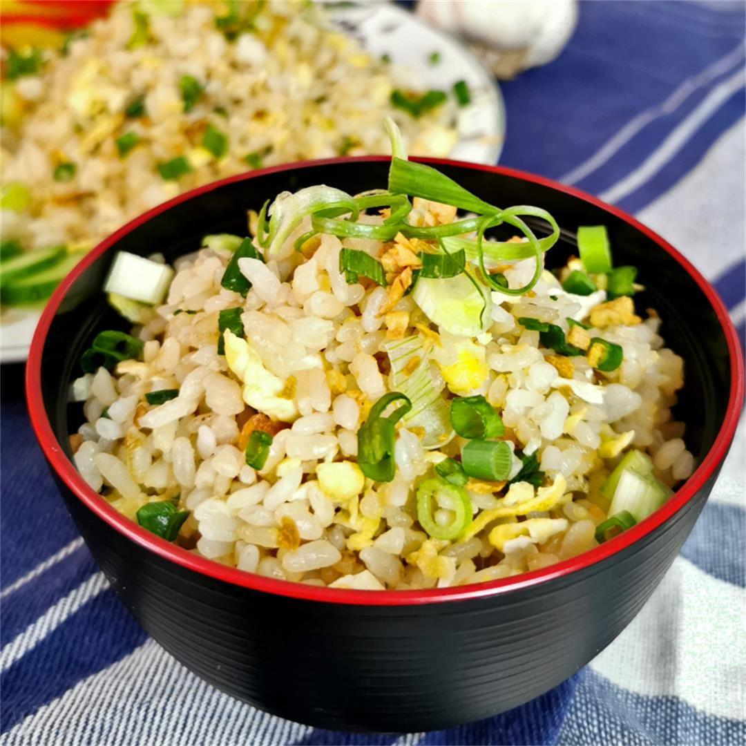 Japanese fried rice with garlic