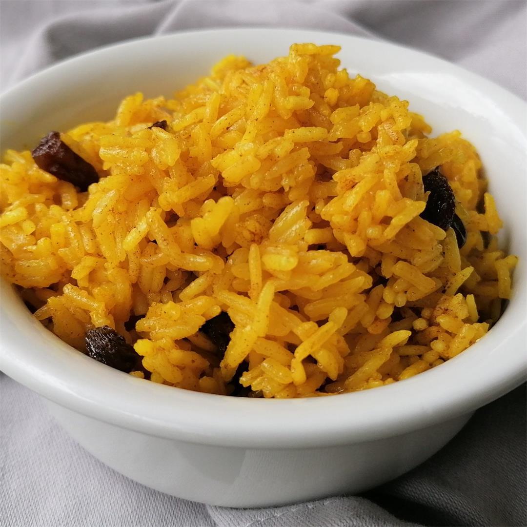 South African Yellow Rice With Raisins (Vegan)