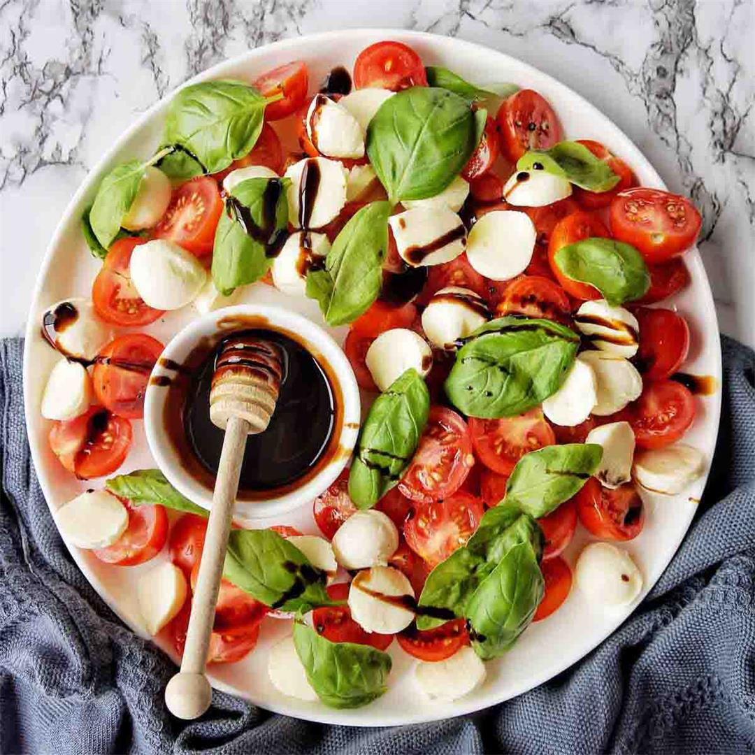 Caprese Salad (with 6 simple ingredients!)