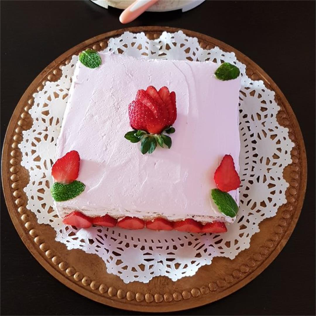 Fresh Strawberry Cake Recipe/How To Make Easy Strawberry Cake |