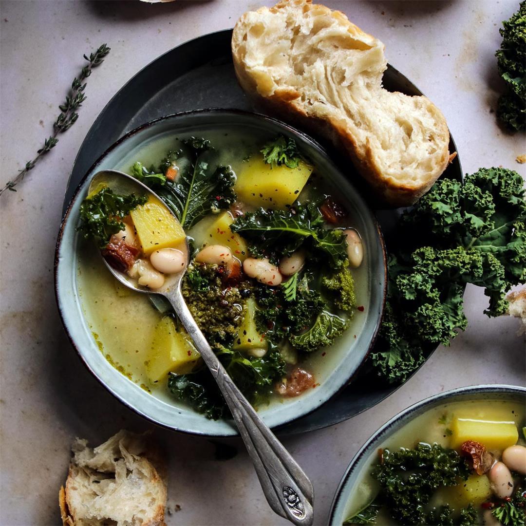 Vegan Zuppa Toscana (Tuscan Kale Soup)