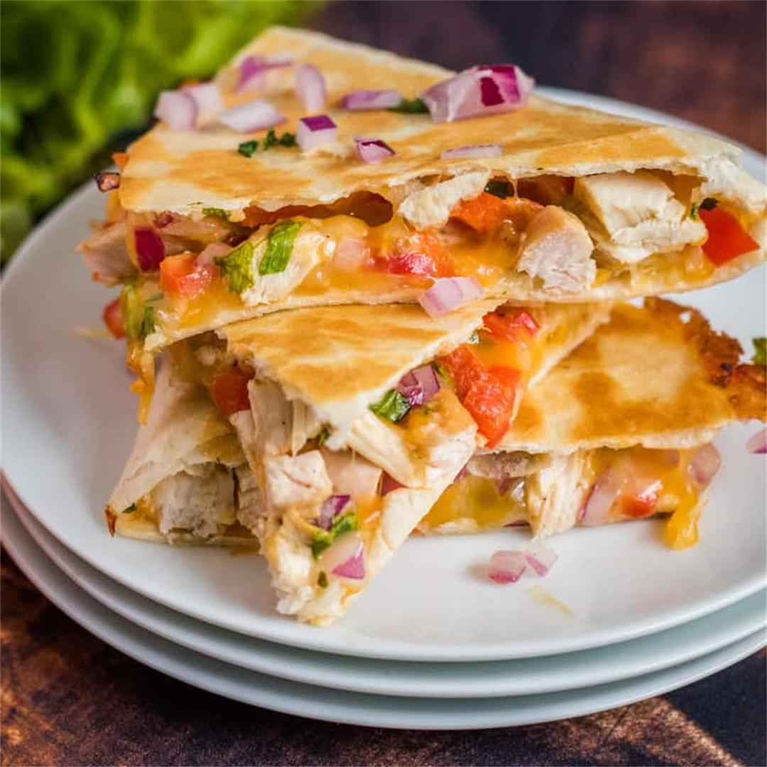 Chicken Quesadilla Recipe (Super Easy!
