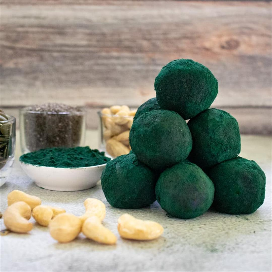 Immune Boosting Spirulina Energy Balls with Cacao