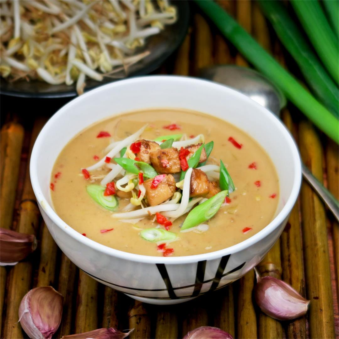 Spicy yet creamy peanut soup with marinated chicken