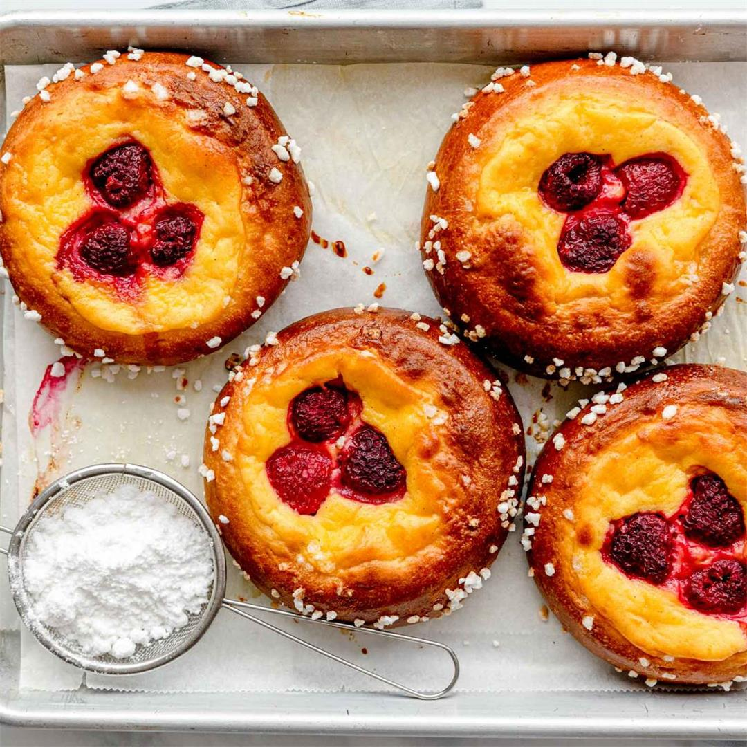 Vanilla Brioche Buns with Raspberries
