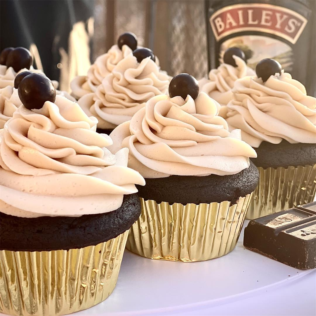 Mudslide Cupcakes with Baileys Cream Filling & Kahlua Frosting!