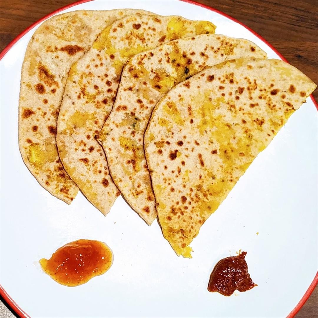 Gobi Paratha (Cauliflower stuffed Bread)