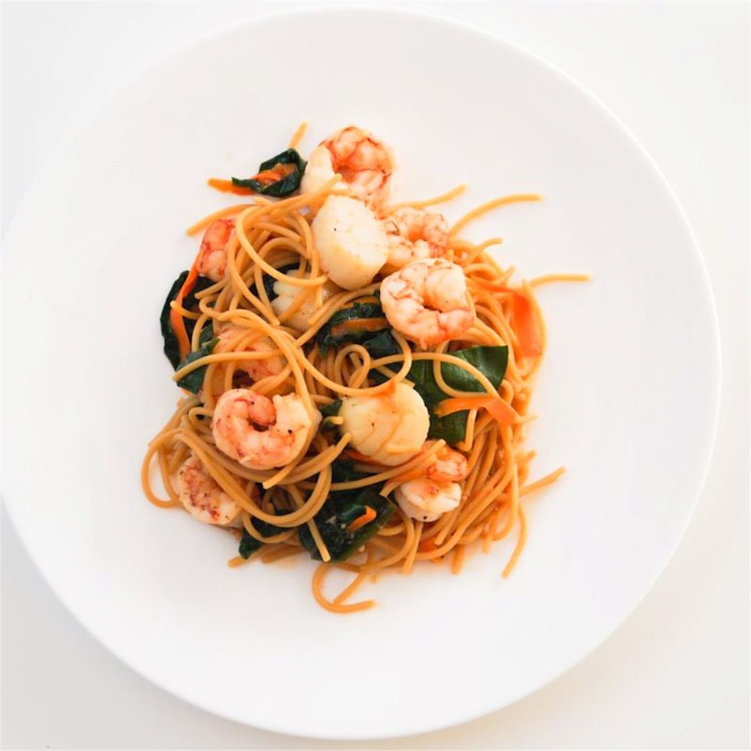 Easy Asian Noodle Bowl with Shrimp and Scallops