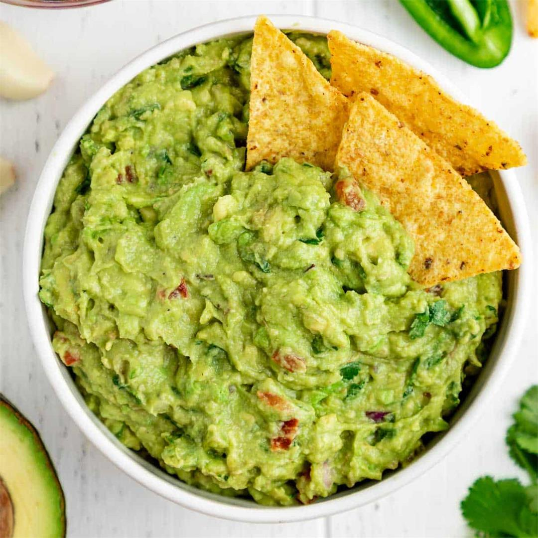 Best Guacamole Recipe (Easy & Healthy)