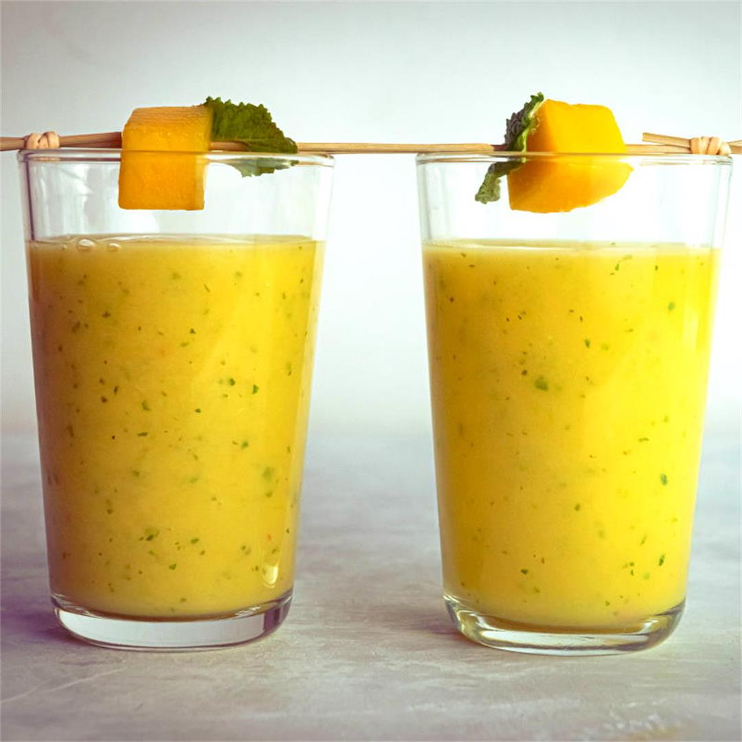 How to Make a Mango-Pineapple Smoothie