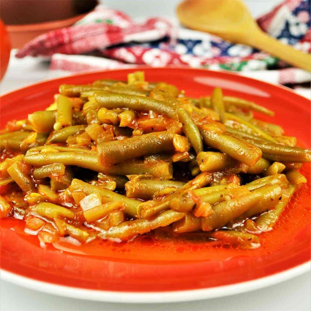 Simple Green Beans In Tomato Sauce-Mediterranean Recipe