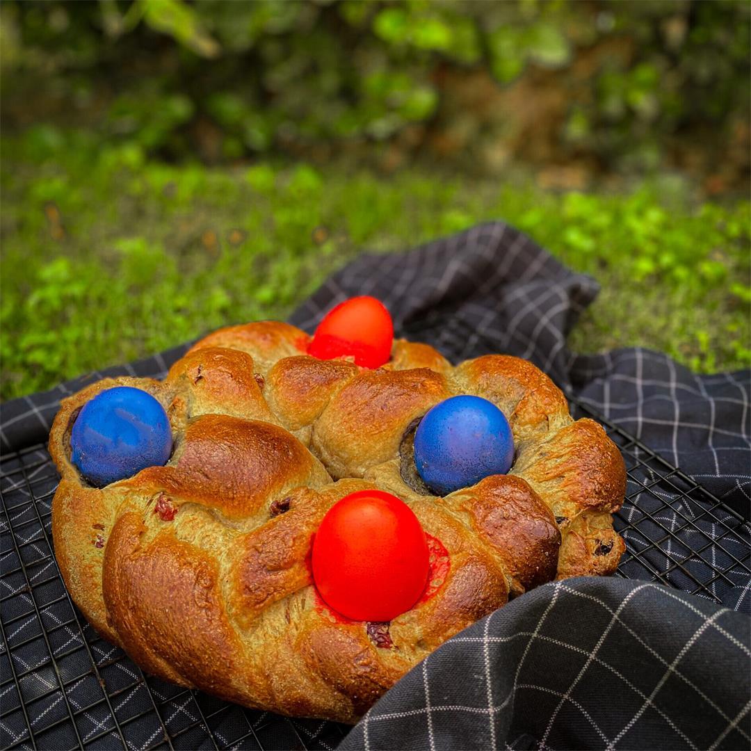 Healthy Braided Easter Bread with Raisins (Pane Di Pasqua)