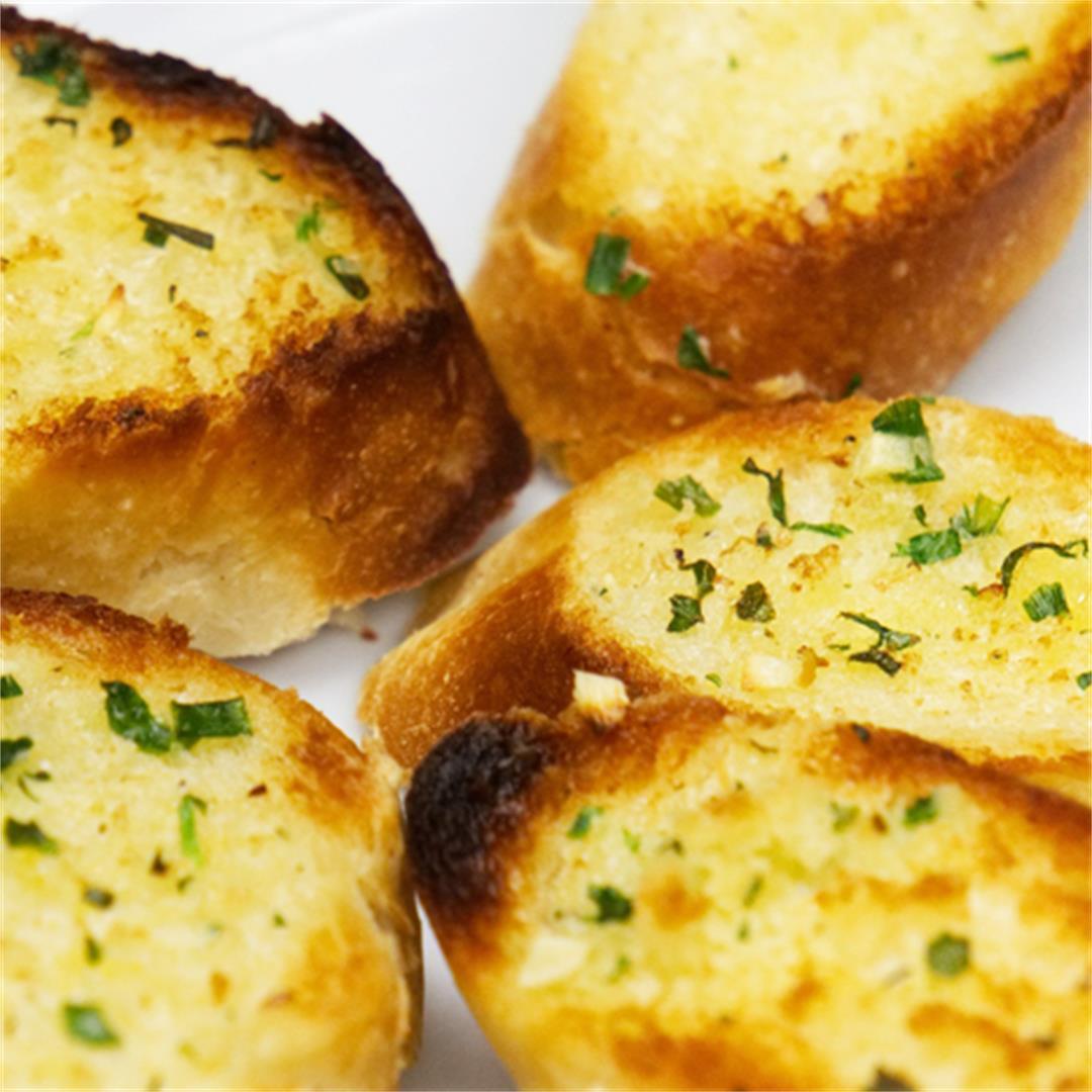 Italian Restaurant Style Toasty Cheesy Garlic Bread