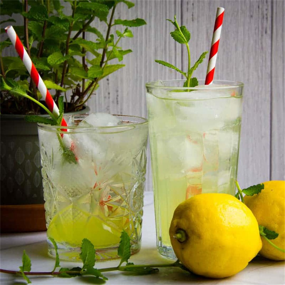 An Ultra Refreshing Limoncello Spritz