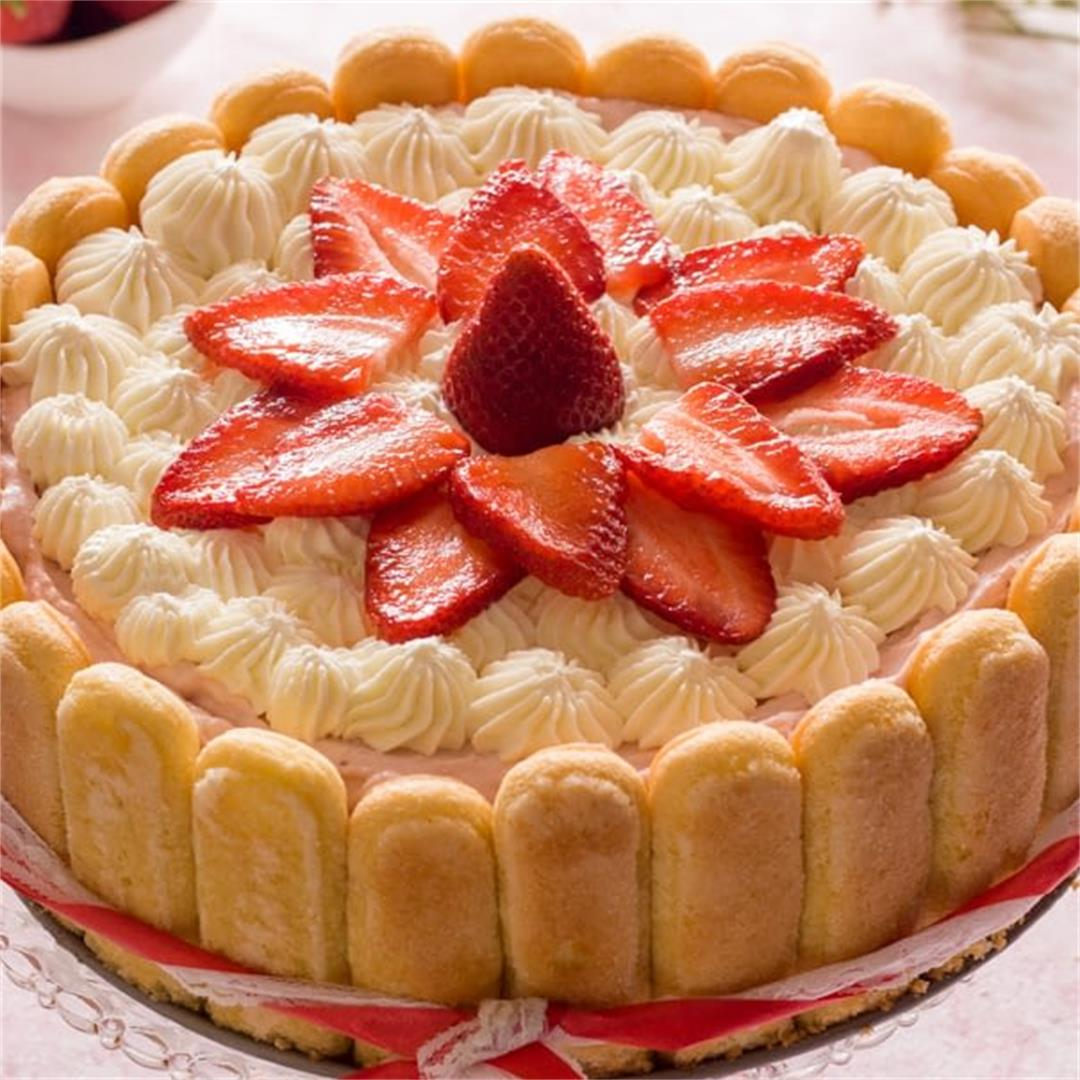 Easy Strawberry Charlotte Cake with Fresh Strawberries |