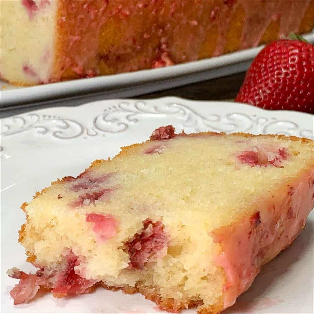 Strawberry Pound Cake 🍓
