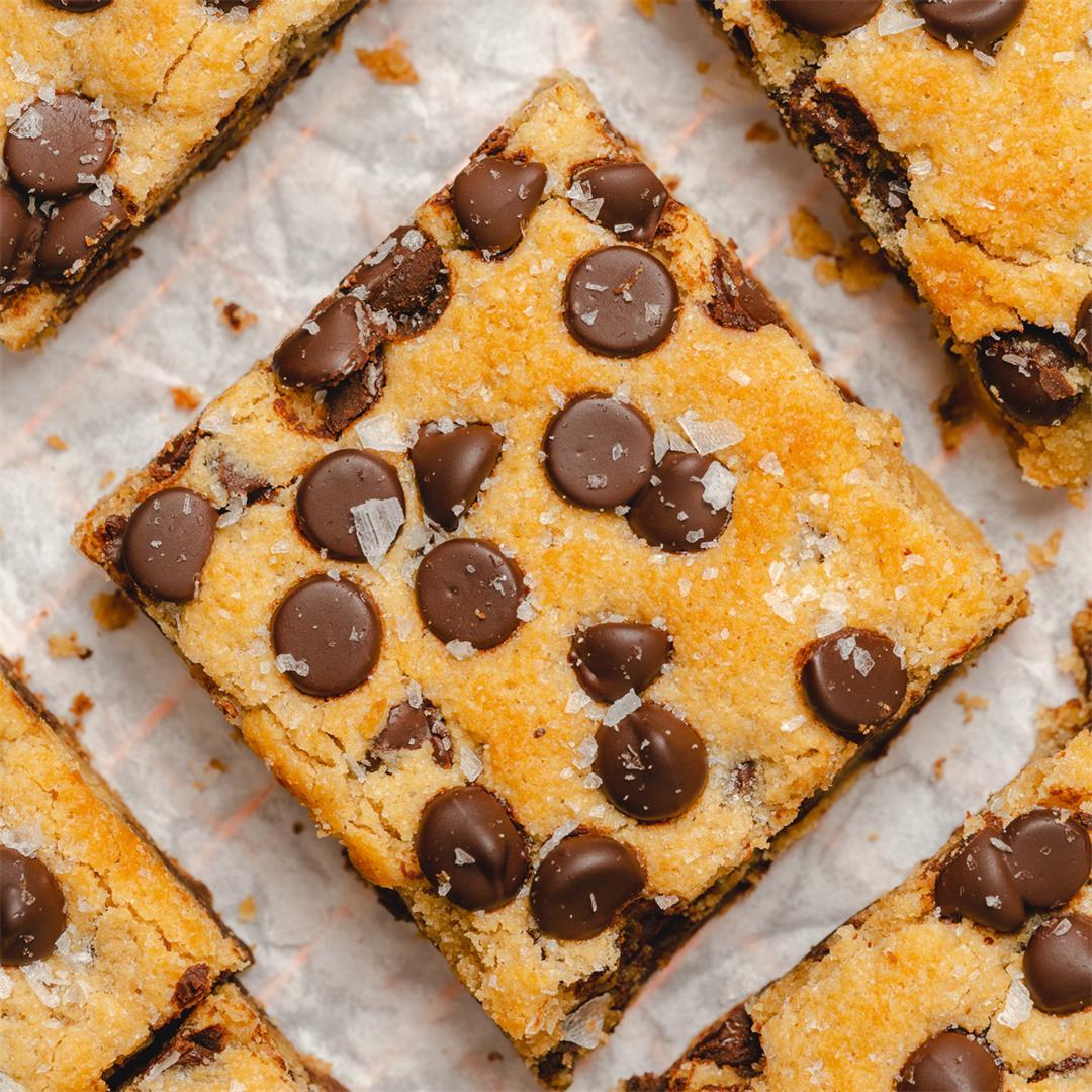 Keto Chocolate Chip Cookie Bars (Gluten Free)