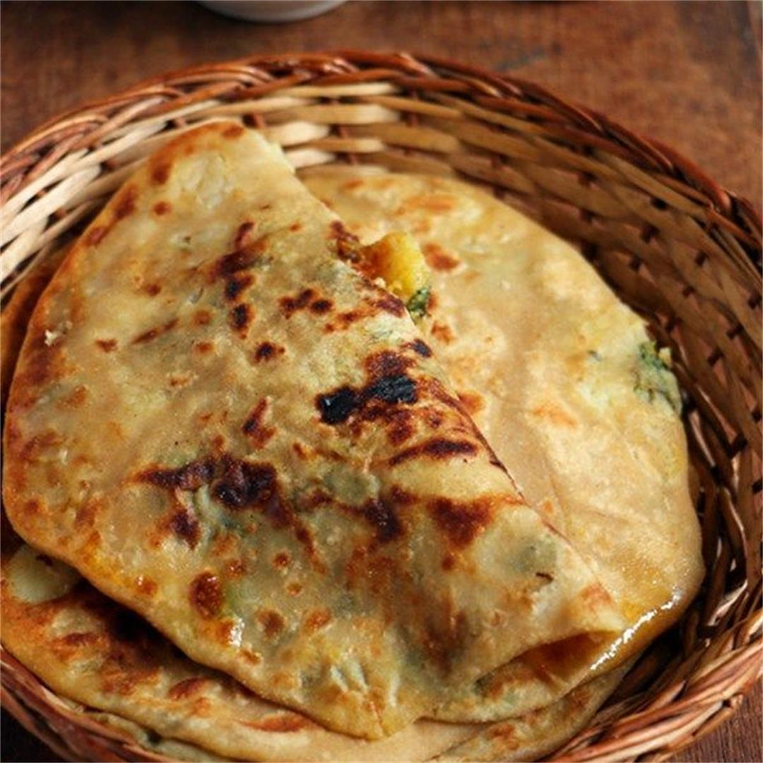 Aloo Paratha Recipe (Potato Paratha)